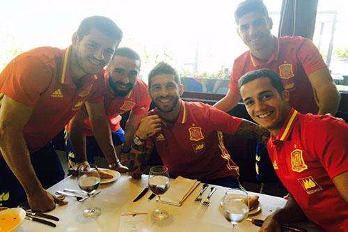 فاسكيز يشيد بوجود 5 لاعبين من ريال مدريد مع إسبانيا