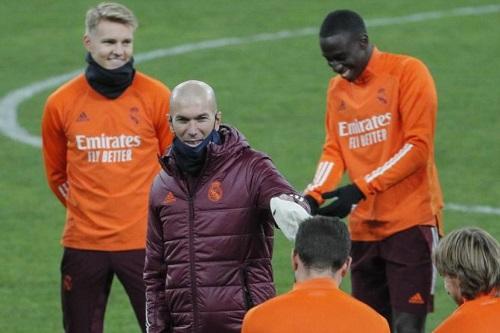 زيدان: دائما ما نتخطى الأوقات الصعبة التي نواجهها في ريال مدريد
